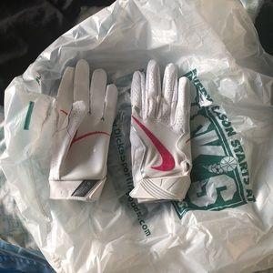 Other - Nike vapor jets 3.0 breast cancer gloves